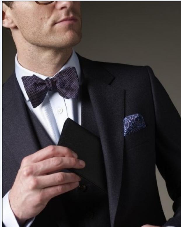 上胸部丝巾与领结