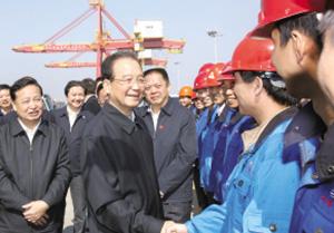 温总理到武汉新港阳逻港区调研